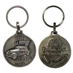 Porte-clés nickelé Citroën DS, LA 7, 70 ans.