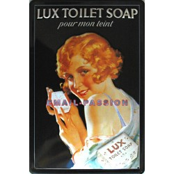 Plaque métal publicitaire 20x30cm bombée en relief : Savon LUX TOILET SOAP.