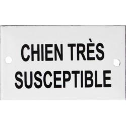 Plaque humoristique émaillée plate de 6x10cm  : CHIEN TRÈS SUSCEPTIBLE.