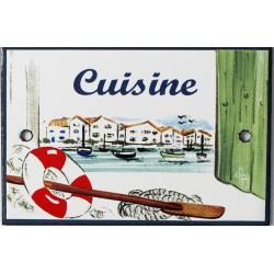 Plaque de porte émaillée plate de 10,5 x 7cm décor Port : CUISINE.