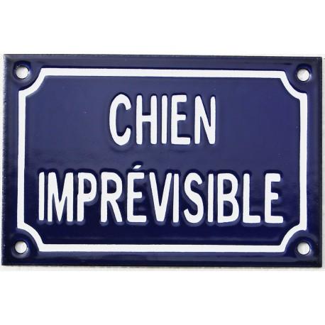 Plaque humoristique émaillée 10x15cm faite au pochoir :  CHIEN IMPRÉVISIBLE.