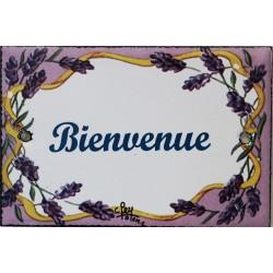 Plaque de porte émaillée plate de 10,5 x 7cm décor lavandes : BIENVENUE.