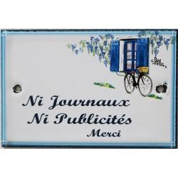 Plaque de porte émaillée plate de 10,5 x 7cm décor Volets bleus :  NI JOURNAUX NI PUBLICITÉ.