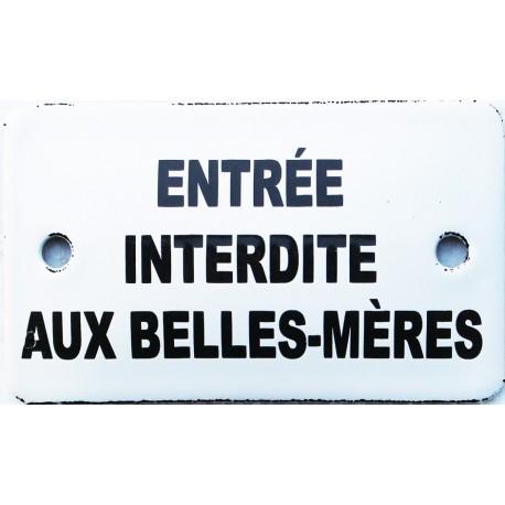 Plaque émaillée humoristique : ENTREE INTERDITE AUX BELLES-MÈRES.