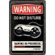 plaque métal publicitaire 20x30cm bombée en relief :  DO NOT DISTURB