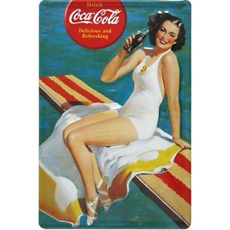 Plaque métal publicitaire 20x30cm bombée en relief : Pin Up Coca Cola.