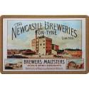 Plaque métal publicitaire 20x30 cm bombée en relief : THE NEWCASTLE BREWERIES.