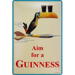 Plaque métal publicitaire 20x30cm bombée en relief : Aim for a GUINNESS.