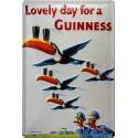Plaque métal publicitaire 20x30cm bombée en relief : Lovely day for a GUINNESS.