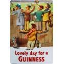 Plaque métal publicitaire 20x30cm cm bombée en relief : Lovely Day For a GUINNESS.