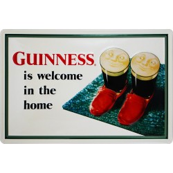 Plaque métal publicitaire 20x30cm bombée en relief : Guinness is welcome in the home.