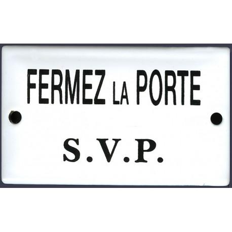 Plaque de service émaillée bombée de 6x10cm : FERMEZ LA PORTE SVP