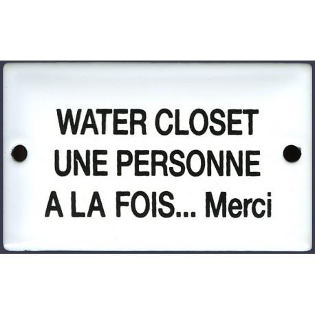 Plaque émaillée humoristique 6x10 cm : WATER CLOSET UNE PERSONNE A LA FOIS