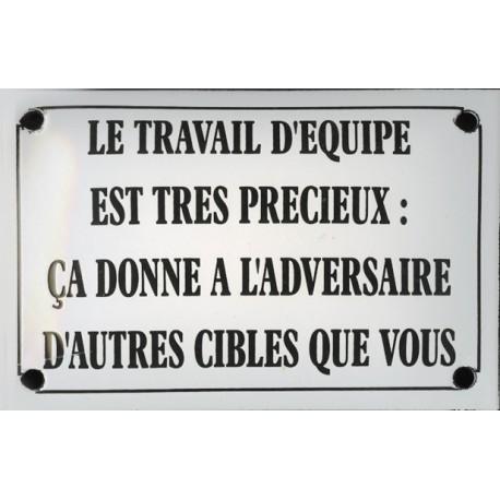 Plaque émaillée humoristique : LE TRAVAIL D'ÉQUIPE...