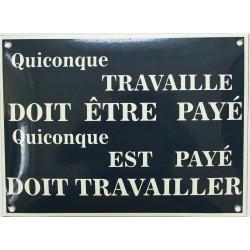 Plaque de rue émaillée : QUICONQUE TRAVAILLE...