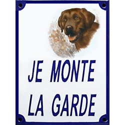 Plaque de rue émaillée 15x20cm JE MONTE LA GARDE, Labrador chocolat