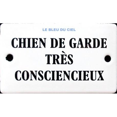 Plaque humoristique émaillée bombée  de 6x10cm :  CHIEN DE GARDE TRÉS CONSCIENCIEUX