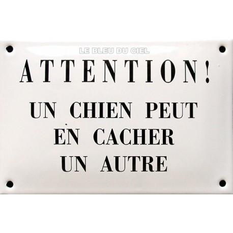Plaque humoristique  émaillée bombée de 10x15cm  : ATTENTION UN CHIEN PEUT EN CACHER UN AUTRE
