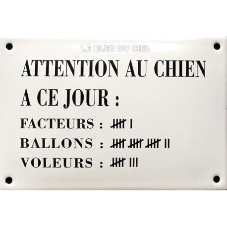 Plaque humoristique émaillée bombée de 10x15 cm ATTENTION AU CHIEN A CE JOUR..