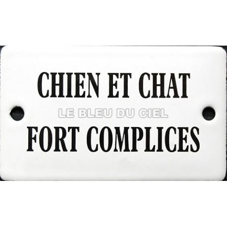 Plaque humoristique  émaillée  bomnbée 6x10 cm : Chien et chat fort complice.