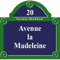 Plaque rue émaillée Paris 50 x 49 cm avec fronton.