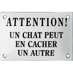 Plaque humoristique émaillée 10x15cm : ATTENTION UN CHAT PEUT EN CACHER UN AUTRE.